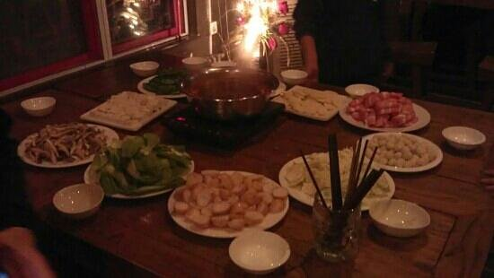 Sanlitun Huatong International Youth Hostel: free hot pot party!