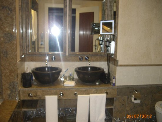 Grande Real Villa Italia Hotel & Spa:                   bathroom
