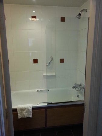 Horwood House:                   Good shower