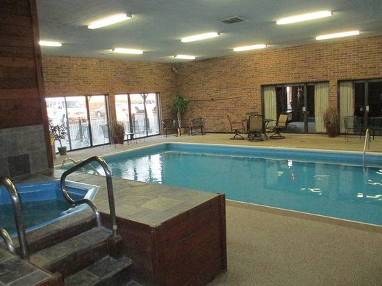 Quality Inn & Suites Kansas City Airport North:                                     Super clean heated indoor pool & hot tub area.