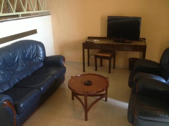 Hotel Ngor:                   lower level sitting area/tv