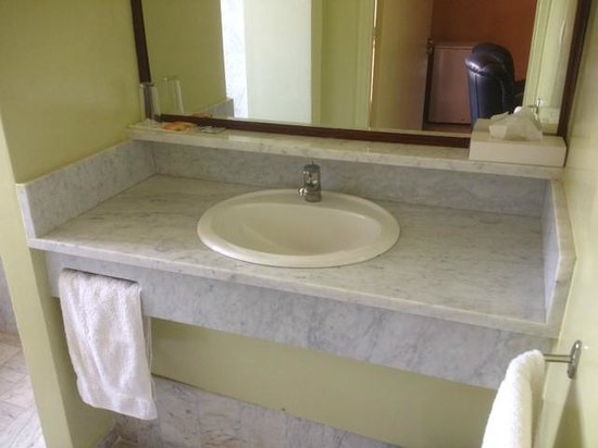 Hotel Ngor:                   sink in bathroom