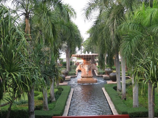 Hyatt Regency Hua Hin:                   elephant fountain