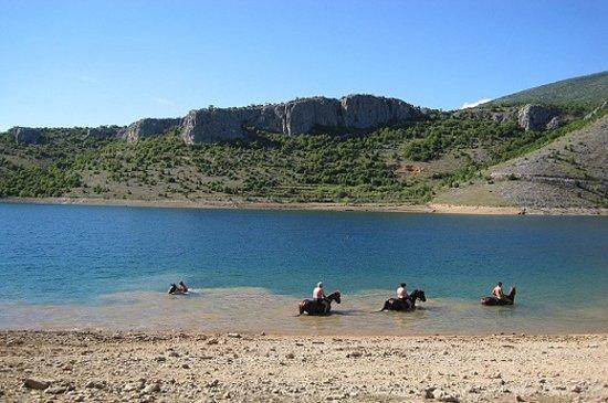 Sinj, Croatie : Lake peruča