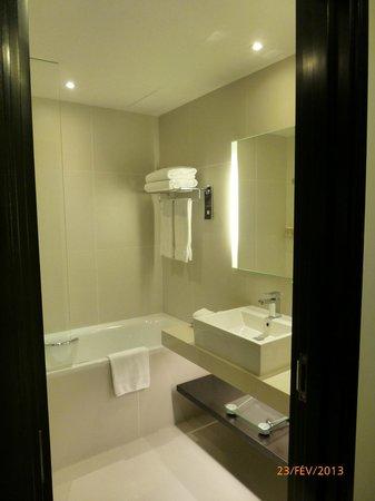 Pullman Dubai Creek City Centre:                   salle de bains