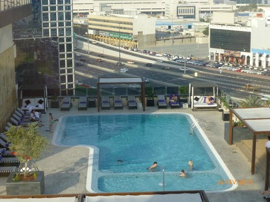 Pullman Dubai Deira City Centre:                   piscine