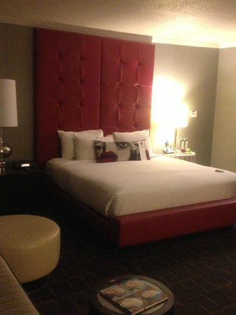 Kimpton Rouge Hotel:                                     Comfy big bed