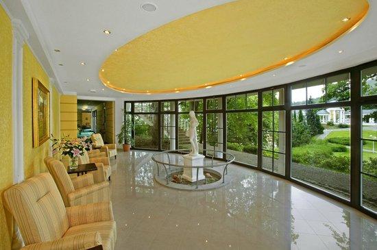 Danubius Health Spa Resort Nové Lázně: Conneting Colonnade