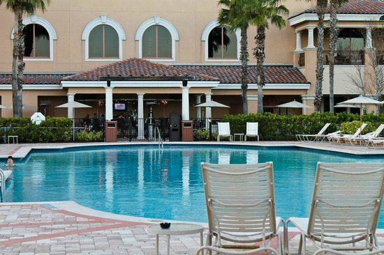 pool and outdoor bar picture of rosen shingle creek. Black Bedroom Furniture Sets. Home Design Ideas