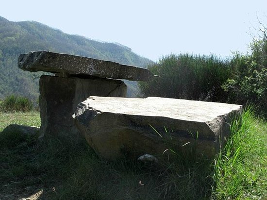 Casa Santicchio: tavolo in pietra