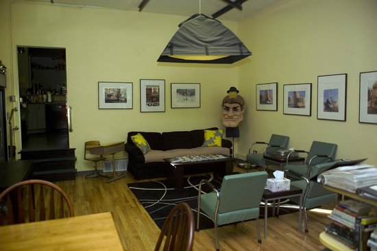 Ray's Bucktown Bed and Breakfast: Living Room