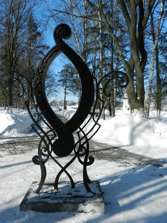 Letter 'O' Monument
