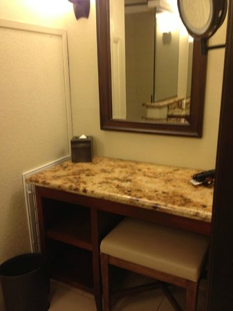 Omni Rancho Las Palmas Resort & Spa:                   Makeup area in bath