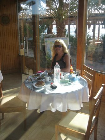 Acacia Dahab Hotel:                                     Breakfast in the sun