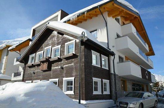 Alpinhotel Monte:                   Nieuw hotel op de plek waar eerst een oud pension stond