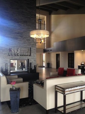 DoubleTree Suites by Hilton Tucson Airport:                   inside the lobby