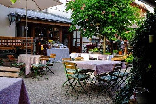 Wirtshaus Knapp am Eck:                   summer garden