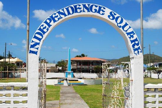 Palm Haven Hotel: Square de l'indépendance - Vieux-Fort