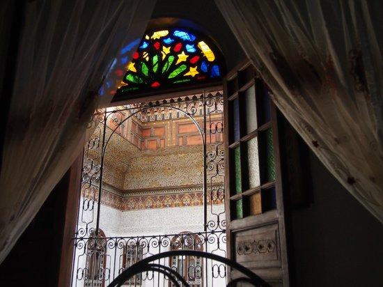 Riad Kettani:                                     vue du lit sur le plafond du patio