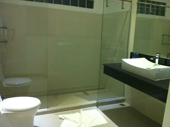 Riverside Suites:                   washroom