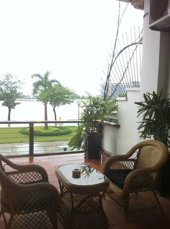 Riverside Suites:                   balcony