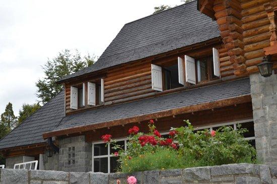 Hosteria Futalaufquen:                   la primer ventana , nuestra habitacion