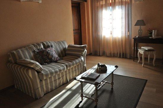 soggiorno con camino - Picture of Borgo Petrognano, Barberino Val ...