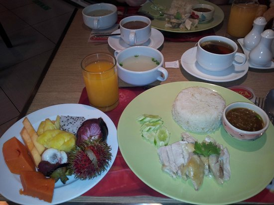 Bangkok Loft Inn:                                     small breakfast :-)