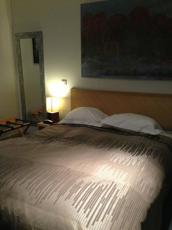 Hotel Le Parc :                   Very comfortablr bed in split level room