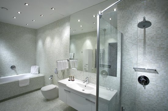 City Park Hotel & Residence: Bathroom