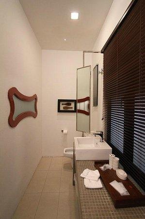 คอร์ทยาร์ด แอท ฮีเรน บูติกโฮเต็ล:                   neat toilet