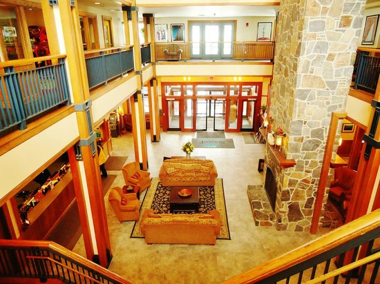Grand Summit Resort Hotel at Mount Snow:                   lobby area