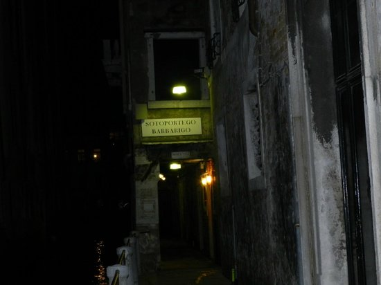 Locanda Barbarigo: sotoportego d'ingresso alla locanda