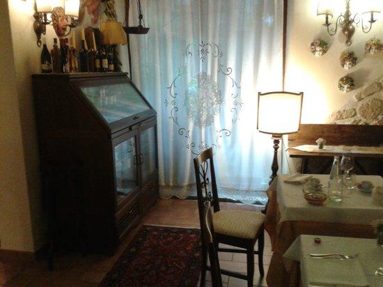 Torre Sangiovanni Albergo e Ristorante: La prima sala da pranzo