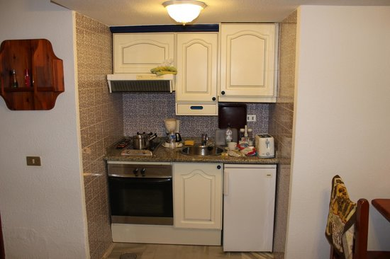 Parque Santiago III:                   cramped kitchen area, where's the sink drainer?