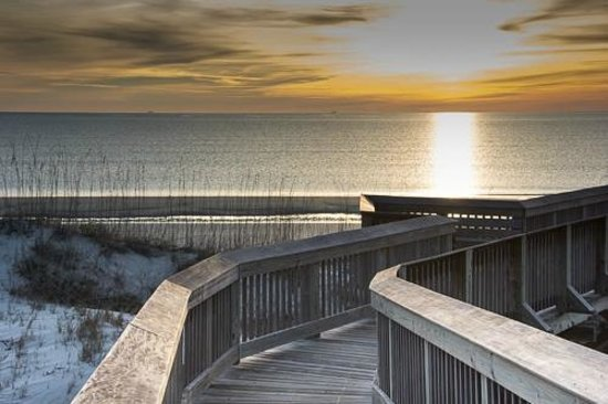 Hampton Inn & Suites Jekyll Island:                   Hampton's walkway to the beach
