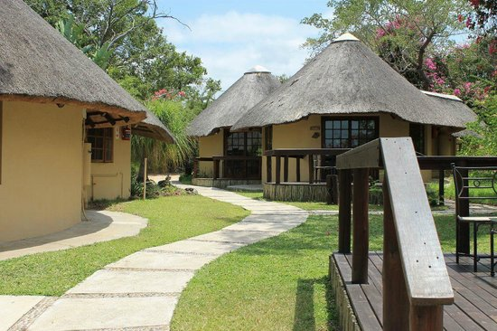 Elephant Plains Game Lodge: Die Rondavels