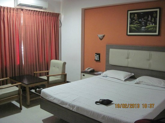 Ramyas Hotels:                   The room.