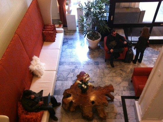 Hotel Vertigo:                   Empfangsbereich