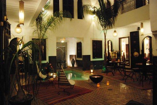Riad Charme d'Orient:                                     le patio et la piscine ...