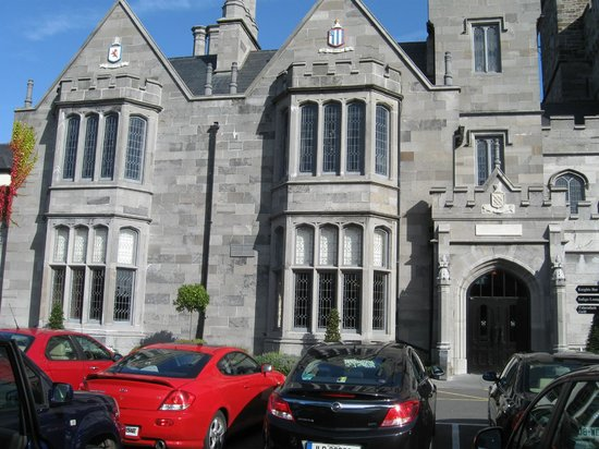 كلونتارف كاسل هوتل:                   Clontarf Castle Dublin                 