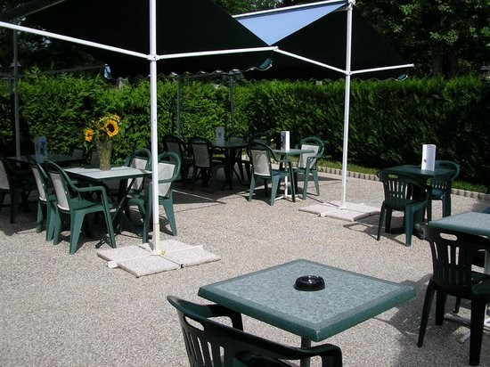 Villeneuve-les-Genêts, France : terrasse 3