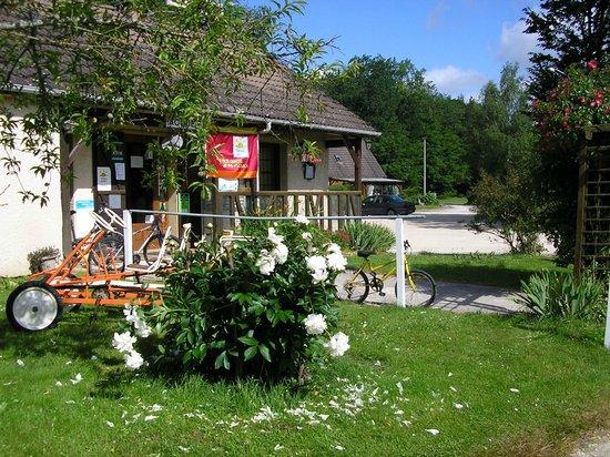 Villeneuve-les-Genêts, France : entrée du camping