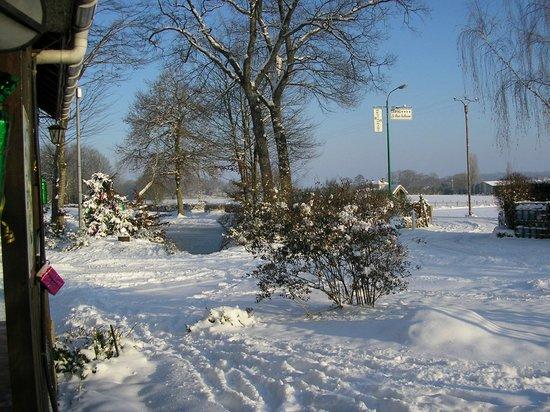 Villeneuve-les-Genêts, France : souvenir d'hiver