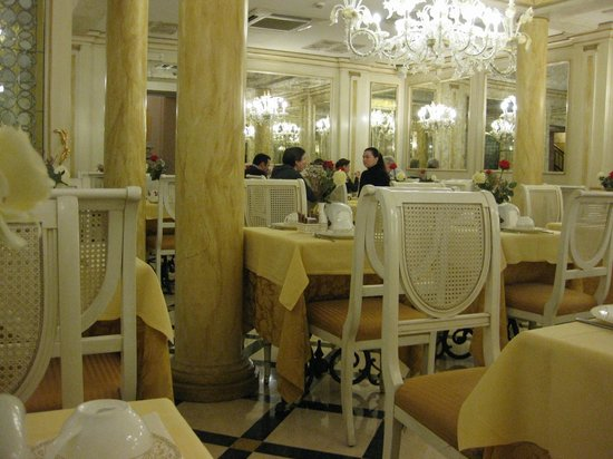 Hotel Belle Epoque:                   朝食会場です.