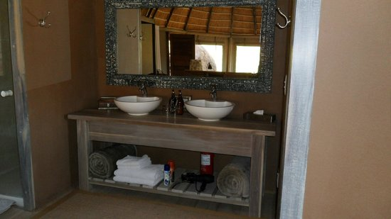 Mowani Mountain Camp:                   Sinks