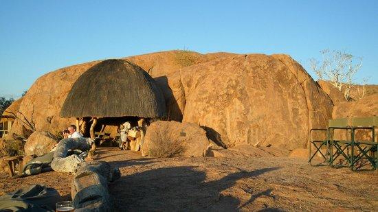 Mowani Mountain Camp:                   Bar at viewpoint
