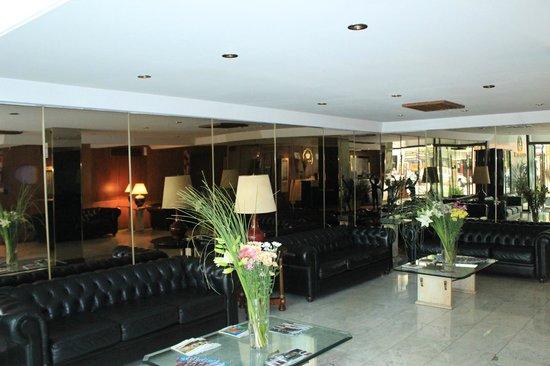 Hotel Cuatro Reyes: LOBBY