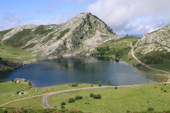 Cangas de Onis, Espagne :                   lake