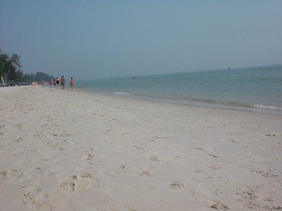Smile Hua - Hin Resort:                   spiaggia a 300 metri